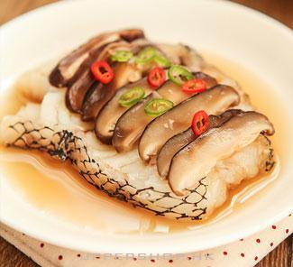 「樓上食譜」香菇清蒸鱈魚