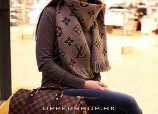 冬季必備的時髦羊絨圍巾