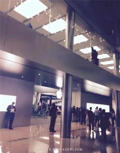火爆的蘋果手機店