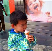 小弟吃雪糕
