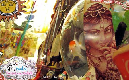 香港形下民族服裝飾品雜貨店