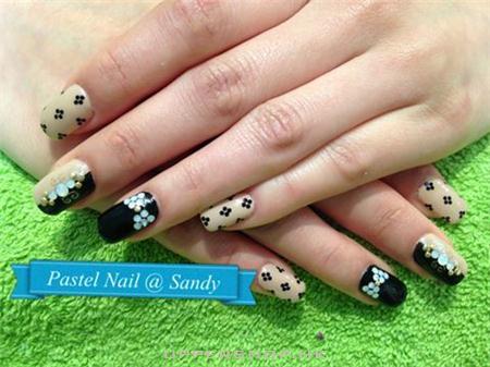 Pastel Nail