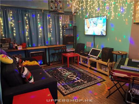 Cozy World Party room