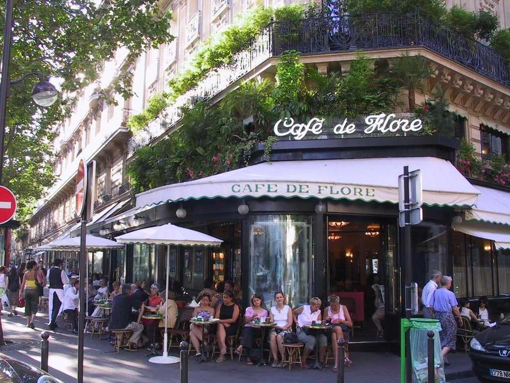 巴黎城市街頭的咖啡店