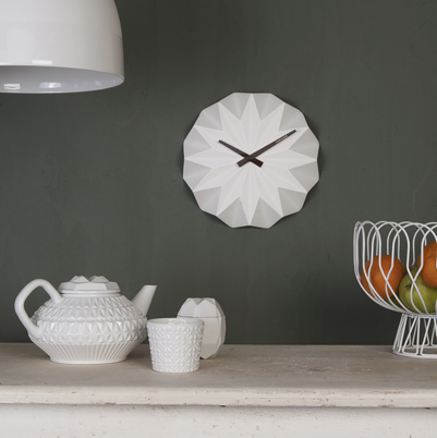 Karlsson的精品時鐘為房間帶來細膩優雅的點綴。