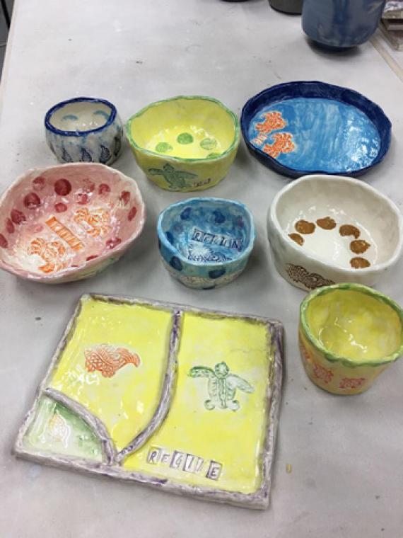 每堂二小时,共制作四至六件作品,包括茶壶,茶杯,碗,碟及小型陶艺雕塑图片